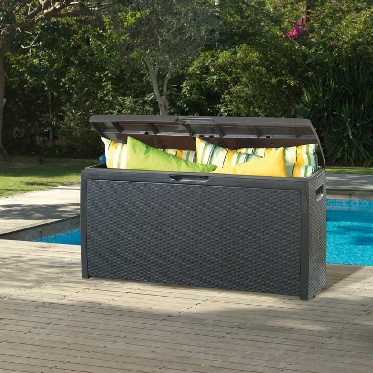 banc coffre dans le jardin ou le balcon astuces et. Black Bedroom Furniture Sets. Home Design Ideas
