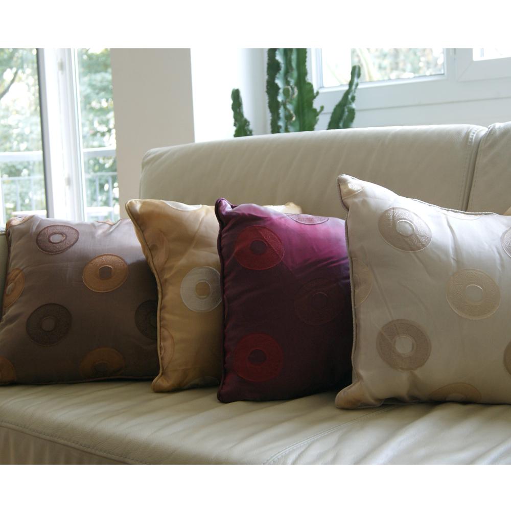 habiller ses chaises de jardin avec de jolis coussins salons mobilier de jardin accueil. Black Bedroom Furniture Sets. Home Design Ideas