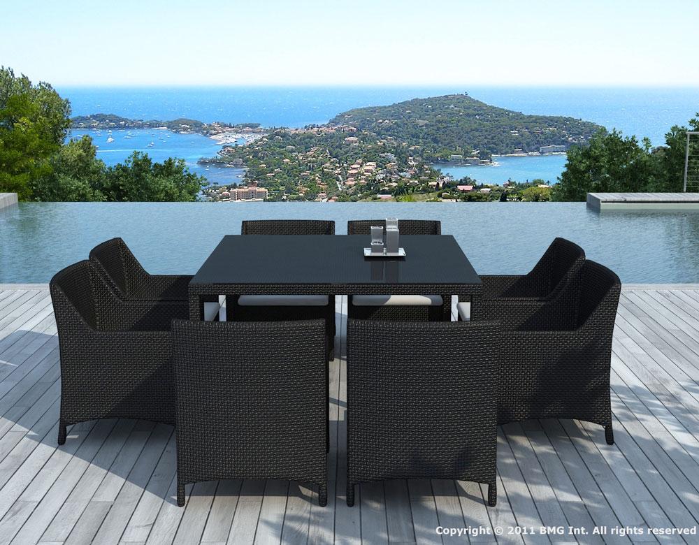 Table de jardin et ses 8 fauteuils pour profiter d 39 un for Table exterieur en resine