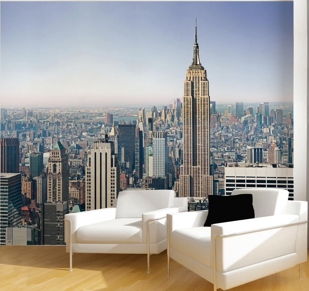 une vue sur new york sur le mur du salon avec le papier. Black Bedroom Furniture Sets. Home Design Ideas