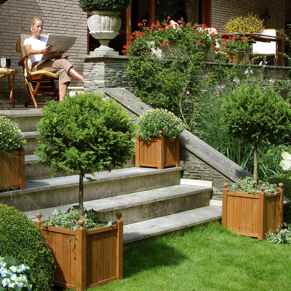 sublimez vos plantes avec des bacs en bois massif. Black Bedroom Furniture Sets. Home Design Ideas